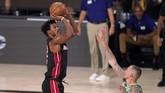 Miami Heat berhasil memperbesar keunggulan menjadi 3-1 dan hanya butuh satu kemenangan lagi untuk melaju ke final NBA.
