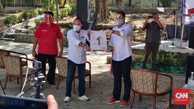 Wakil Ketua Bappilu DPC PDIP Surabaya Wimbo Ermanto menyatakan keberatan dengan alat peraga kampanye paslon lain yang memakai nama Jokowi.