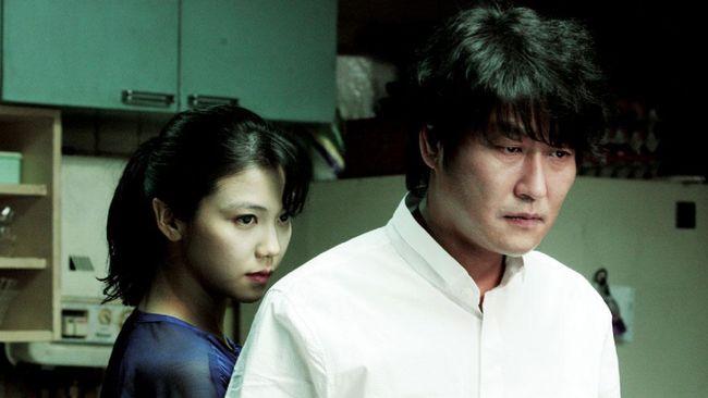 Thirst mengisahkan Sang-hyun (Song Kang-ho), pendeta sekaligus penyembuh yang suatu kali berubah menjadi vampir.
