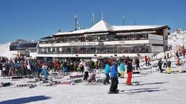 Austria Tetap Buka Resor Ski Tanpa Pesta di Bar Tahun Ini