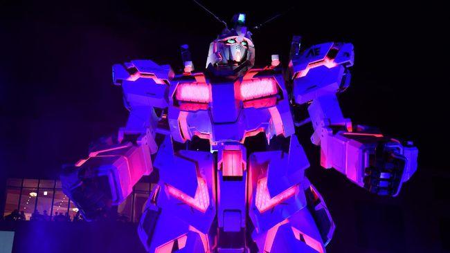 Jepang memamerkan Gundam dengan skala asli yaitu robot mainan raksasa setinggi 18 meter di Yokohama.