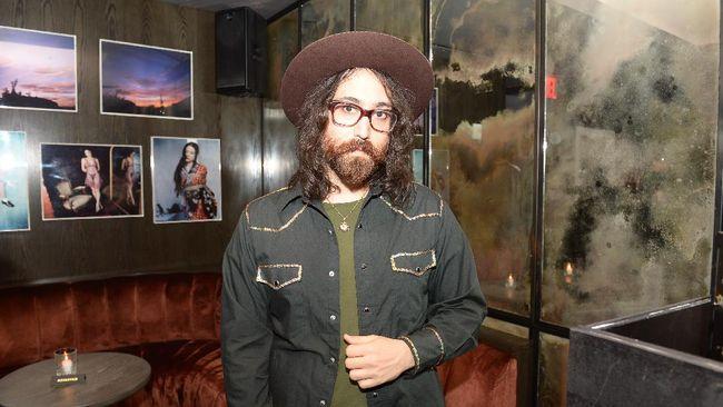 Anak John Lennon, Sean Ono Lennon, akan mewawancarai mantan rekan bermusik ayahnya di The Beatles, Paul McCartney.
