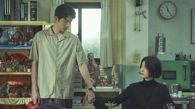 Sutradara The School Nurse Files mempertahankan unsur Korea tradisional yang ada dalam novel inspirasinya guna memperkenalkan budaya itu ke khalayak luas.