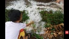 VIDEO: Angin Puting Beliung dan Hujan Es, Ratusan Rumah Rusak