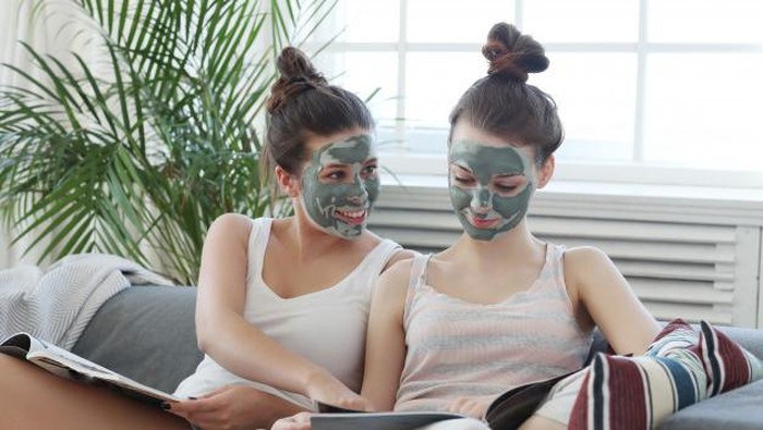 5 Produk Terbaik Clay Mask untuk Kulit Berjerawat