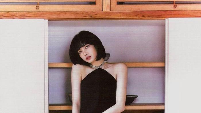 7 Inspirasi Gaya Fashion ala Lisa Blackpink dengan Rambut Pendek