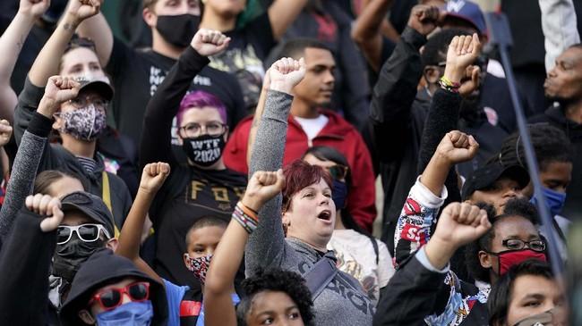 Aksi protes terjadi di sejumlah kota di seluruh Amerika Serikat menyusul kematian wanita kulit hitam, Breonna Taylor.