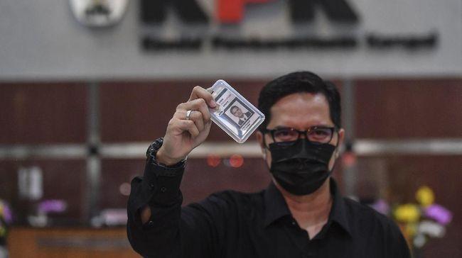 Jokowi bersama DPR disebut menjadi pihak yang bertanggung jawab dan merevisi UU KPK sehingga menempatkan KPK dalam rumpun eksekutif.