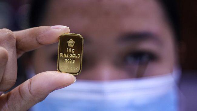 Harga emas Antam turun Rp2.000 ke level Rp943 ribu per gram pada Selasa (15/6).