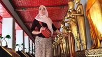 <p>Lahirnya Air Rumi Akbar 1453 membuat Susanti kini menyandang status nenek. (Foto: Instagram @susanti.a)</p>