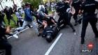 VIDEO: Unjuk Rasa Pembatasan Sosial Berakhir Bentrok