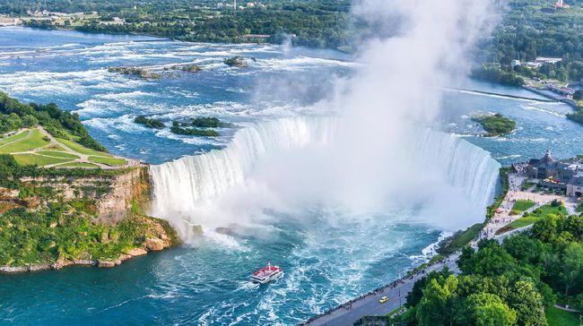 Banyak air terjun yang berpemandangan indah, tapi tak semuanya mudah dan aman untuk dijangkau manusia.