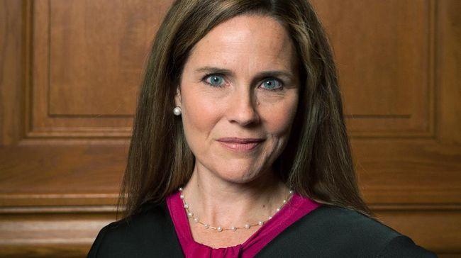 Senat Amerika Serikat mengukuhkan ahli hukum konservatif, Amy Coney Barrett sebagai hakim agung pada Senin, (26/10).