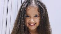 <p>Unggah foto ini, Yasmine Wildblood bilang Seraphina Rose terlihat mirip seperti Princess Moana. Bunda setuju? (Foto: Instagram @yaswildblood)</p>
