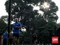 FOTO: PSBB Ketat Tak Halangi Warga Tetap Olahraga di GBK