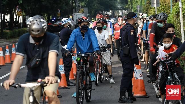 Warga kembali menyambangi kawasan Gelora Bung Karno (GBK) Senayan Jakarta, Minggu (27/9) pagi, meski masih dalam masa PSBB ketat.