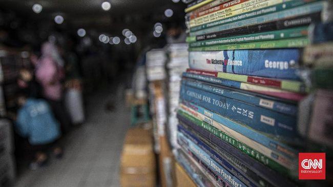 Bukan hanya Anies Baswedan, sejumlah tokoh politik termasuk Presiden Jokowi dan Wapres Ma'ruf Amin pernah berbagi gambar dirinya bersama sebuah buku.