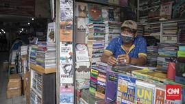 FOTO: Pasar Buku Kwitang Mencoba Bertahan di Tengah Pandemi