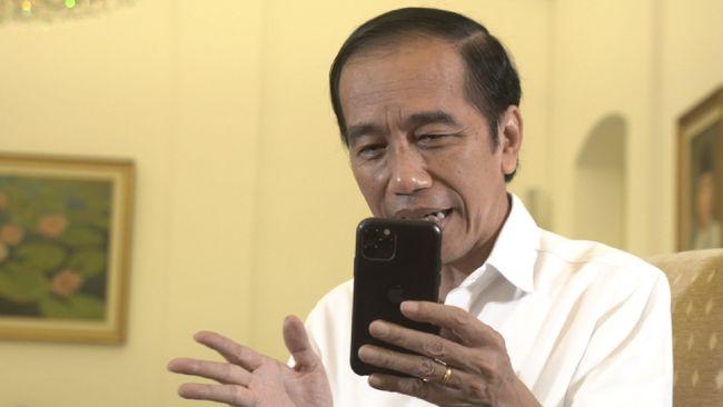 Presiden Jokowi menargetkan mendatangkan hingga 426 juta dosis vaksin corona yang akan digunakan untuk vaksinasi massal terhadap 182 juta penduduk.