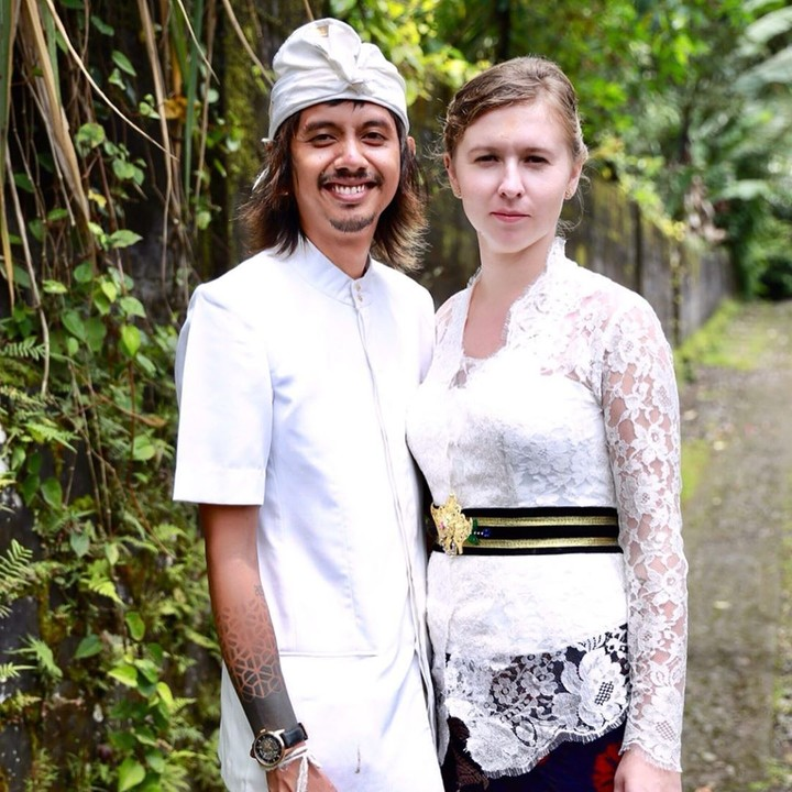 Pria Bali Nikahi Bule Cantik