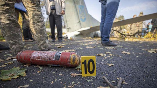 Pesawat militer Meksiko jatuh setelah lepas landas hingga mengakibatkan enam tentara tewas, termasuk pilot dan co-pilot.