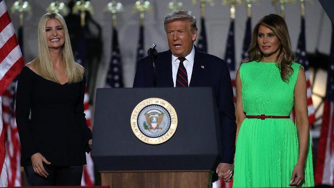 Presiden Donald Trump diketahui sempat berencana mencalonkan putrinya, Ivanka Trump sebagai calon wakil presiden pada pemilu 2016 lalu.