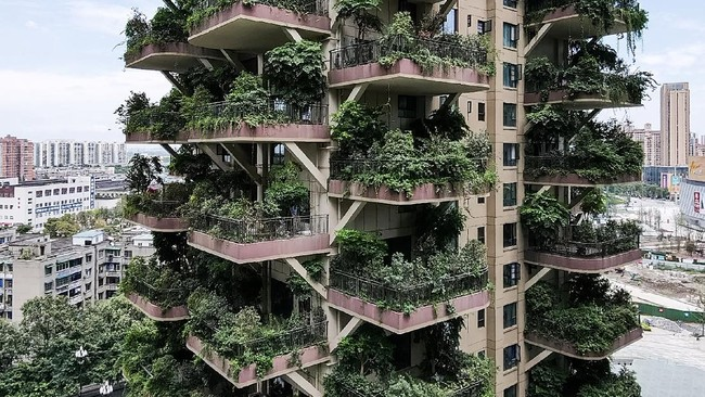 Dibangun pada 2018 lalu, setiap balkon apartemen ini dirancang sebagai ruang untuk berbagai tanaman rindang tumbuh.