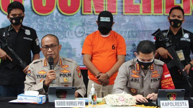 Polisi menyebutkan berdasarkan rekaman CCTV, pelaku rapid test di Bandara Soekarno-Hatta berinisial EFY melakukan pelecehan terhadap penumpang.