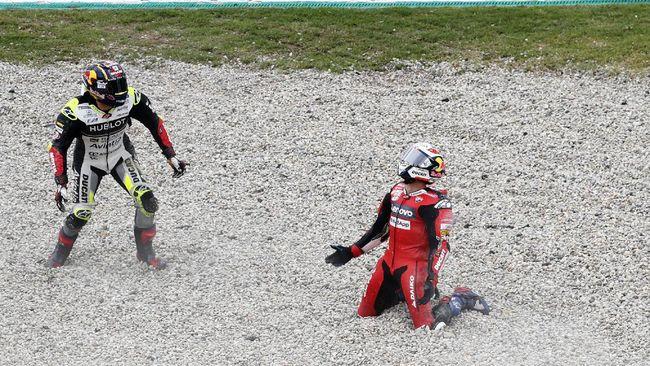 Pembalap Avintia Racing Johann Zarco mengaku sedih telah membuat Andrea Dovizioso gagal finis di MotoGP Catalunya.