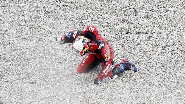 Fabio Quartararo meraih gelar di MotoGP Catalunya, sementara Andrea Dovizioso harus terjatuh di awal balapan.