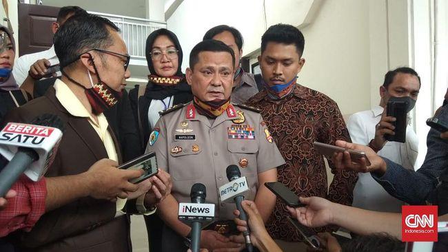Dalam permohonan praperadilan ini, Irjen Napoleon Bonaparte meminta majelis hakim PN Jakarta Selatan menyatakan penetapan tersangka oleh Polri tak sah.