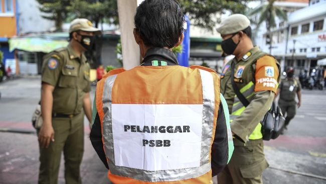 Dari sekitar 26 ribu pelanggaran masker di Jakarta selama pengetatan PSBB, sebanyak 1.774 orang dijatuhi sanksi denda.