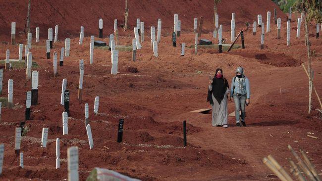 Jenazah muslim yang hendak dimakamkam di TPU Pondok Ranggon dikubur dengan mekanisme makam tumpang atau beberapa jenazah dikubur dalam satu liang lahad.