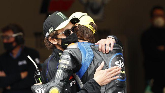 Pembalap Yamaha Valentino Rossi terkesan takut menghadapi Luca Marini jika sang adik balapan di MotoGP pada musim depan.