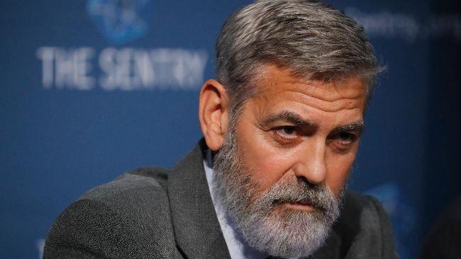 Potongan rambut George Clooney selalu terlihat rapi dan tak berubah dari waktu ke waktu. Apa rahasianya?