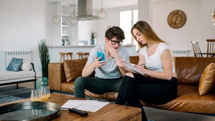 Cara Membujuk Pasangan Agar Mau Investasi, Cuan di Depan Mata!