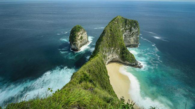 Nusa Penida kian berkembang menjadi destinasi wisata bahari di Bali. Selain menyelam, turis yang gemar berfoto juga bisa menyambagi spot Instagramable di sini.