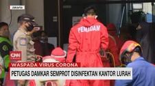 VIDEO: Petugas Damkar Semprot Desinfektan Kantor Lurah