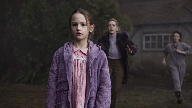 Mike Flanagan mengungkap perbedaan antara serial The Haunting of Hill House dan sekuelnya, The Haunting of Bly Manor.