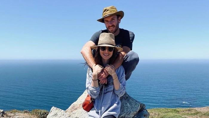 Dilamar, Ini Perjalanan Cinta Lily Collins dan Charlie McDowell