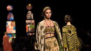 FOTO: Pikat Kain Endek Bali ala Dior di Paris
