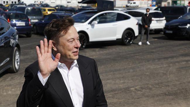 Elon Musk mengatakan kini calon pembeli dapat membeli mobil Tesla dengan menggunakan Bitcoin.