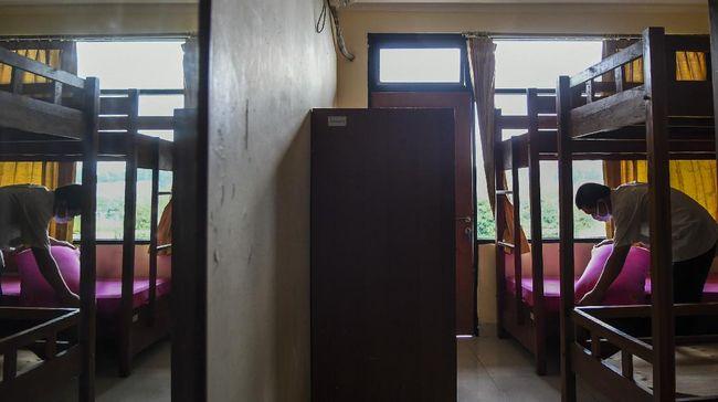 DPRD DKI mengkhawatirkan lonjakan kasus corona, terlebih kemunculan klaster rumah sakit atas keputusan Anies mencabut larangan isolasi mandiri di rumah.