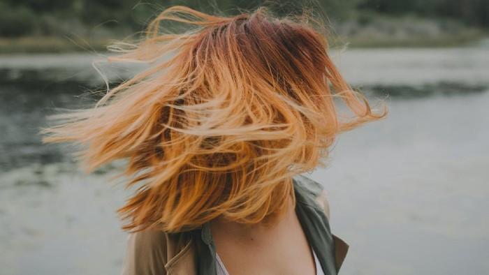 Masih Ragu Untuk Mewarnai Rambut di Rumah? Ikuti Tips dan Trik Ini Aja!
