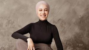 Style untuk Ibu Hamil ala Aghnia Punjabi/sumber: www.instagram.com/aghniapunjabi/
