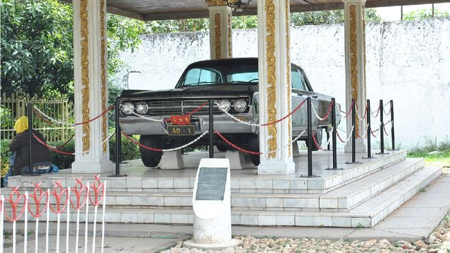 Deretan mobil yang menjadi saksi bisu peristiwa G30S/PKI atau Gerakan 30 September PKI dipajang di kawasan Lubang Buaya, Jakarta Timur.