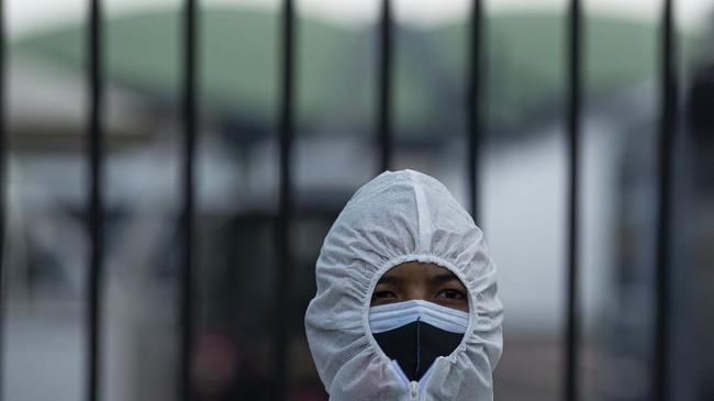 Elemen buruh menggelar aksi menolak RUU Omnibus Law Ciptaker di Gedung DPR dengan menerapkan protokol kesehatan.