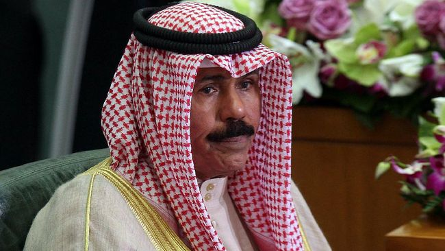Sheikh Nawaf al-Ahmad al-Jaber al-Sabah menjadi emir baru Kuwait menggantikan saudaranya Sheikh Sabah al-Ahmad al-Jaber al-Sabah yang meninggal.