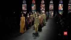 VIDEO: Kain Endek Tampil di Paris Fashion Week