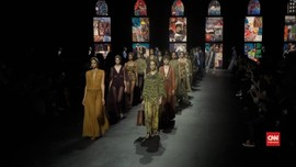 VIDEO: Kain Endek Tampil di Paris Fashion Week